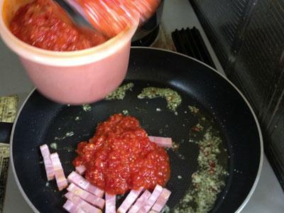ナスとベーコンのトマトソースのパスタ1
