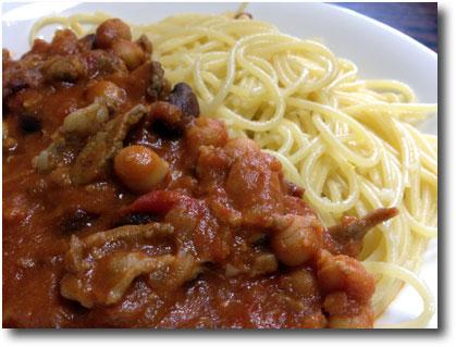 ラム肉と豆のトマト煮パスタ