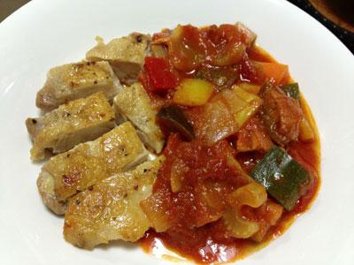夏野菜のトマト煮込み鶏肉添え1