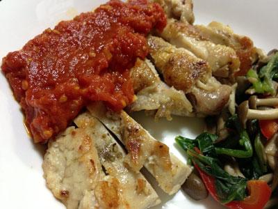自家製トマトソースで鶏肉のソテー