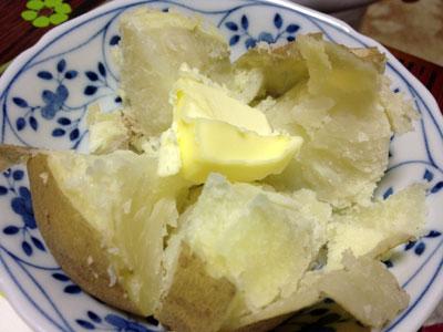 ふかしイモ(じゃがバター)