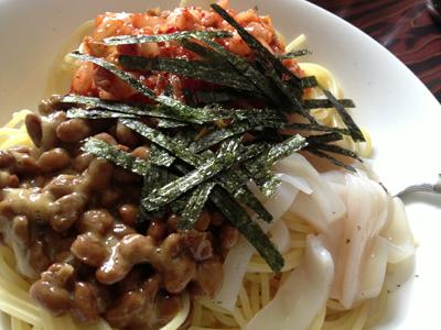 イカと納豆とキムチのパスタ
