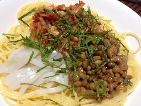 イカと納豆とキムチのパスタ1