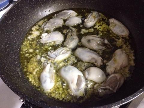 牡蠣のパスタ〜アヒージョ風トビッコ添え2