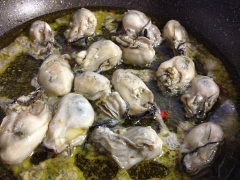 牡蠣のパスタ〜アヒージョ風トビッコ添え1