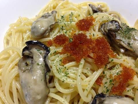 牡蠣のパスタ〜アヒージョ風トビッコ添え