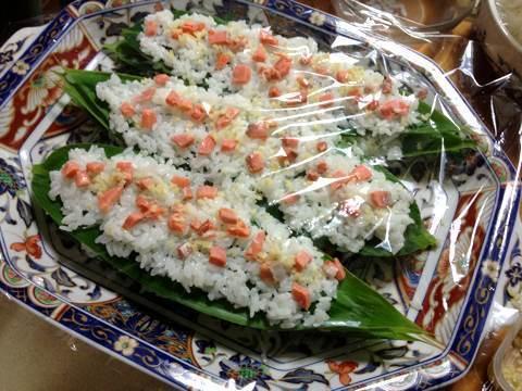 鮭と鰊でつくる笹寿司3