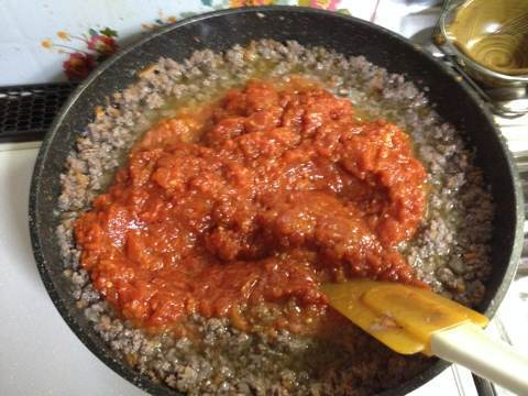 自家製トマトソースでミートソース2