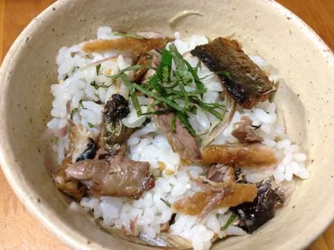 サンマの蒲焼きで混ぜご飯2