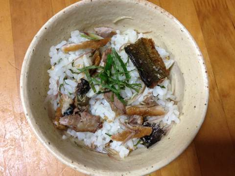 サンマの蒲焼きで混ぜご飯1