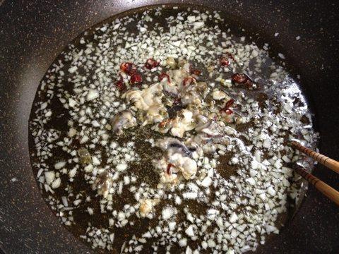 牡蠣のパスタ調理中1