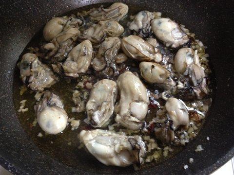 牡蠣のパスタ調理中2
