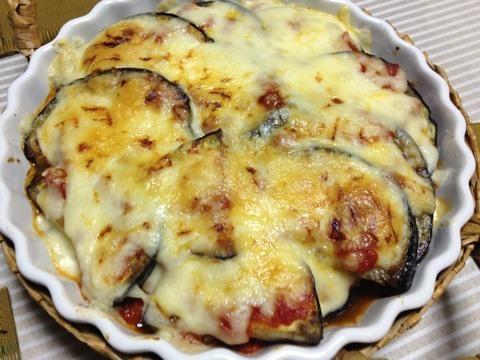 米ナスの自家製トマトソースとチーズのグラタン