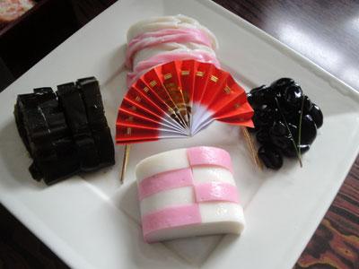 正月料理から/蒲鉾黒豆昆布巻き