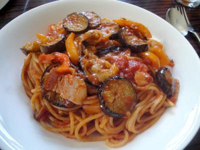 完熟トマト&香ばしガーリックでパスタ1